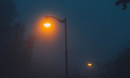 picture of streetlights at night